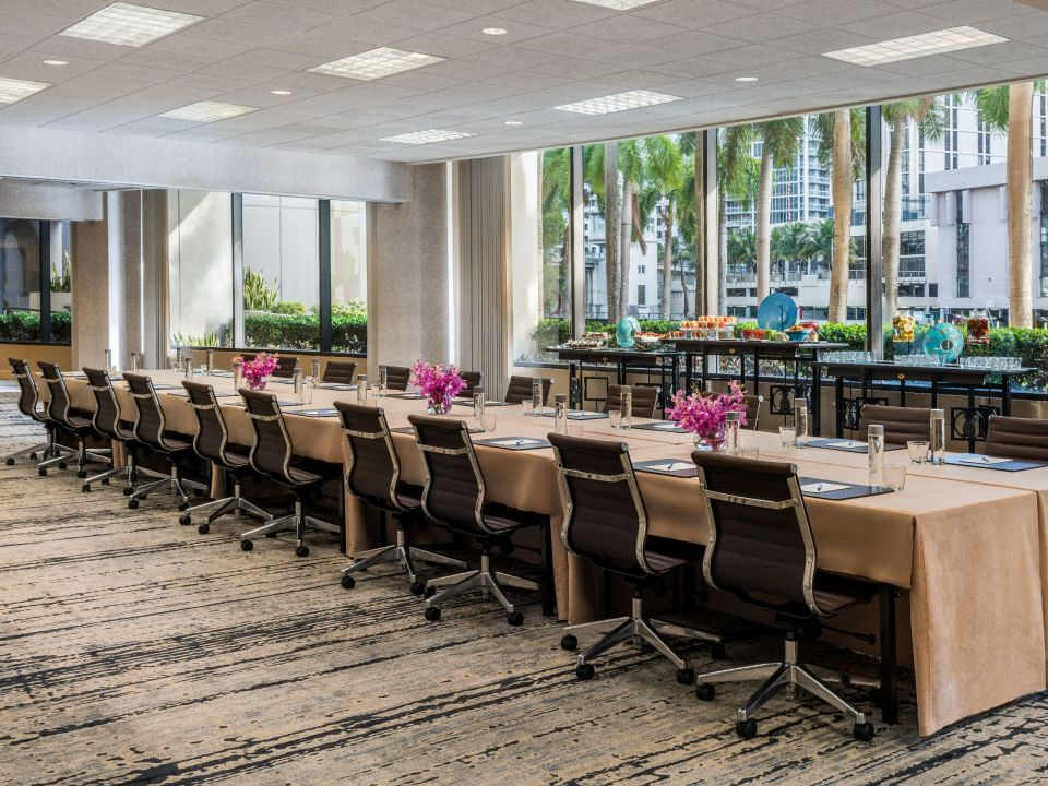 Meeting space with ample seating and table space