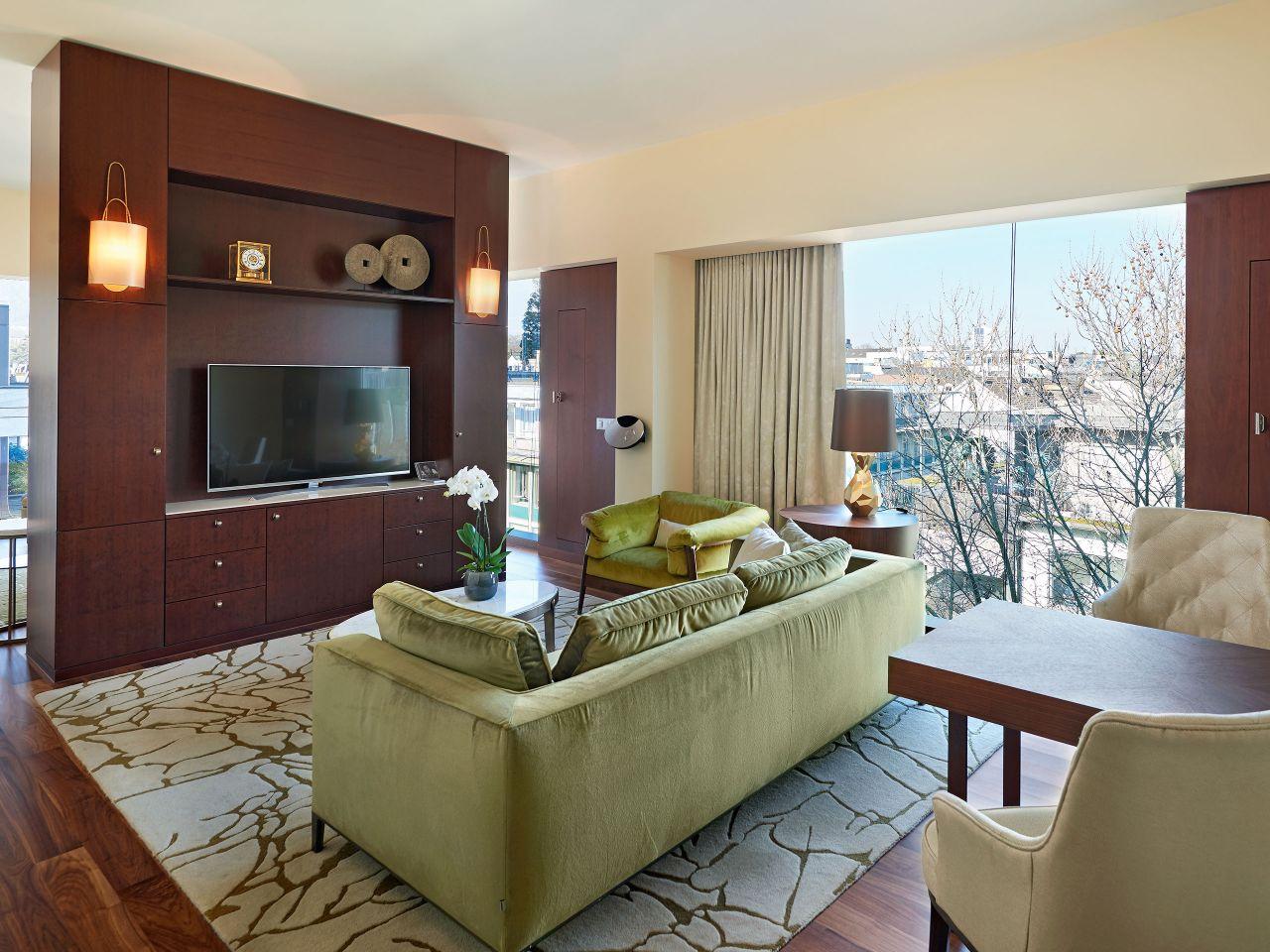 Park Deluxe Corner Suite