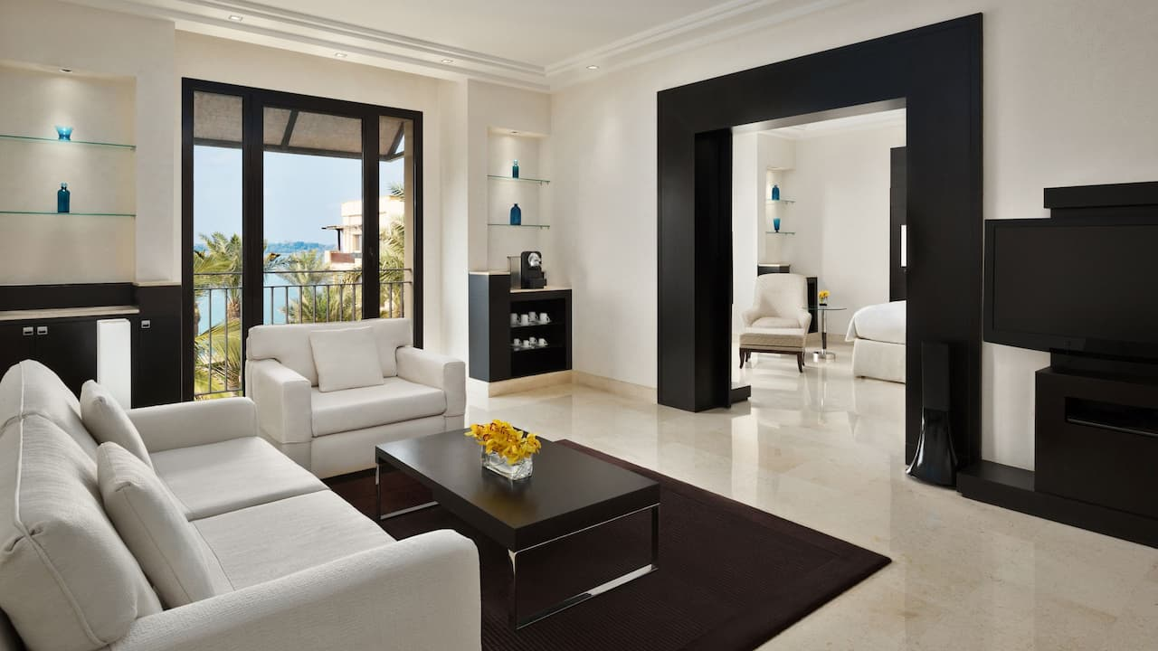 Park Suite King living room