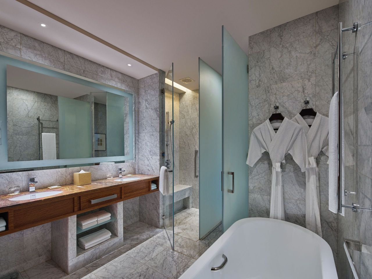 grand hyatt manila bathroom