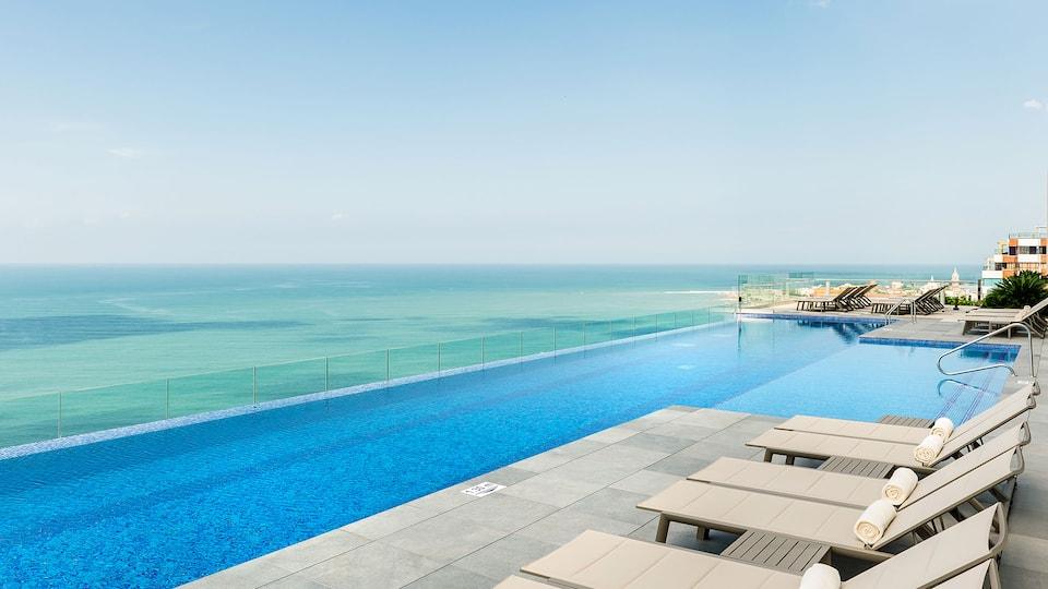 CTGRC_P043 Pool Infinity