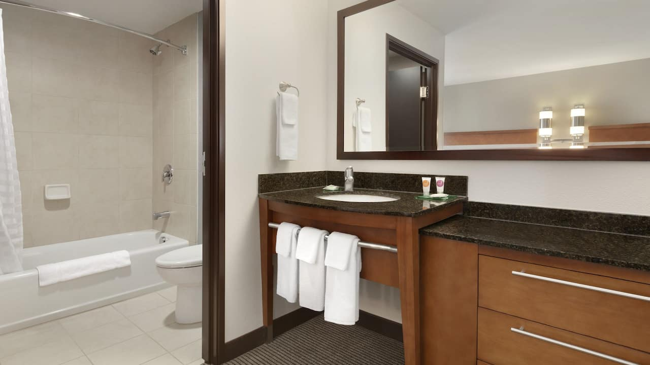Our two queen beds guest rooms are equipped with tubs in the bathrooms.