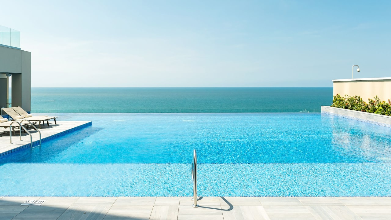 photo of ocean view in the pool in colombia cartagena