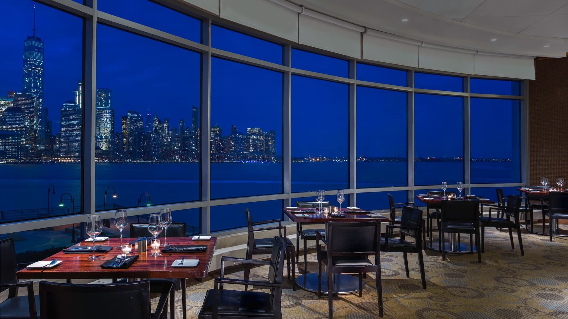 Upscale Jersey City restaurant with a view of the Hudson River and NYC skyline