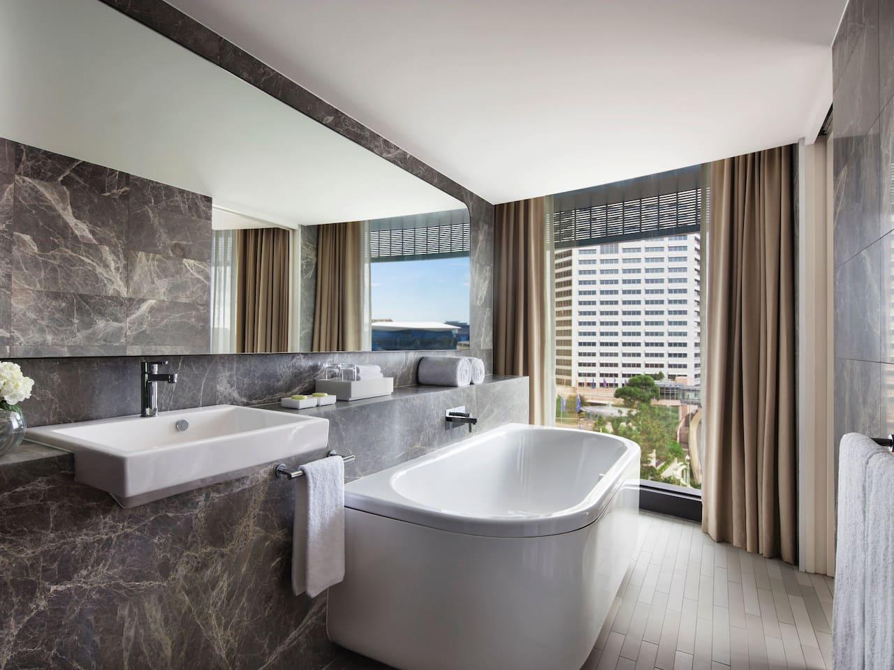 Harbour View Studio Suite Bathroom