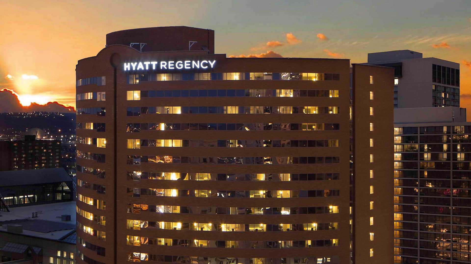 Hyatt Regency Cincinnati Exterior Side