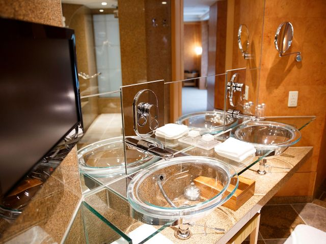 Diplomat Suite Bathroom
