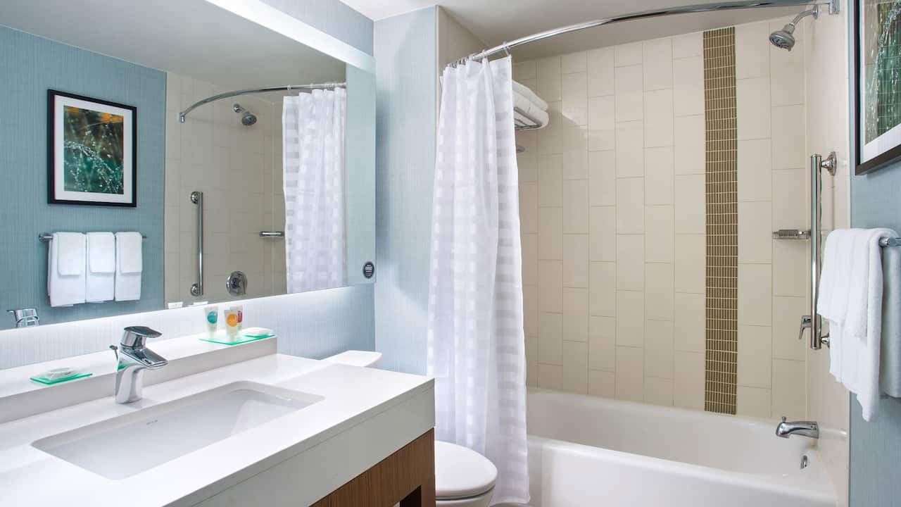 Hyatt Place Delray Beach Standard Bathroom