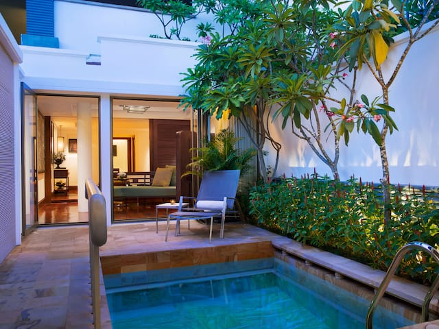 Luxury 5-star hotel in Siem Reap Suite