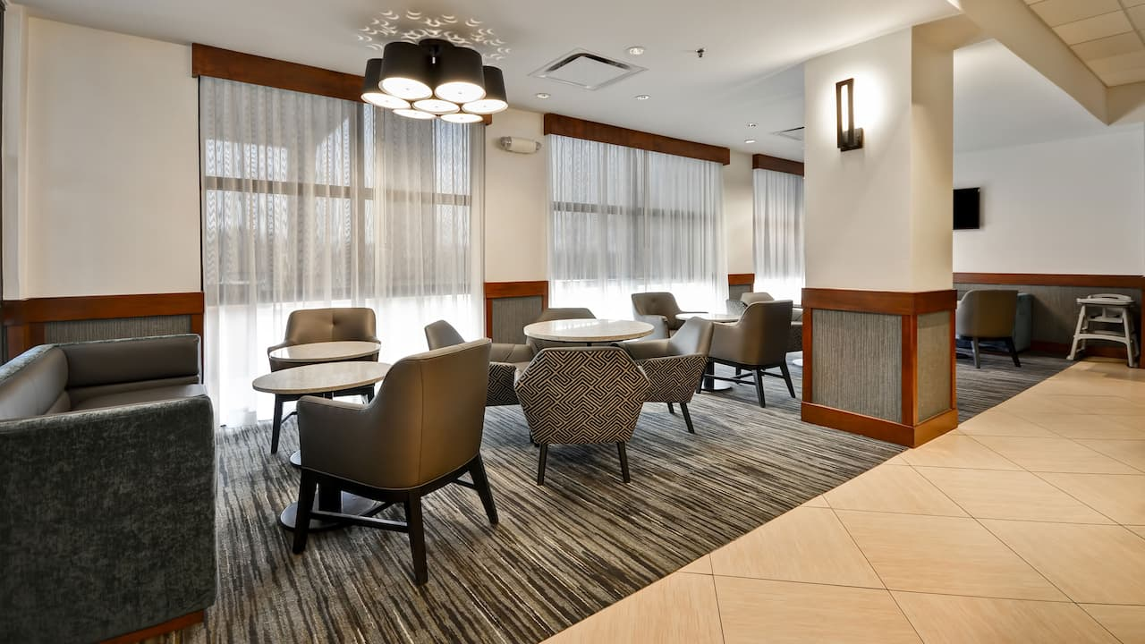Hyatt Place Kansas City / Overland Park / Metcalf Lobby Seating Area
