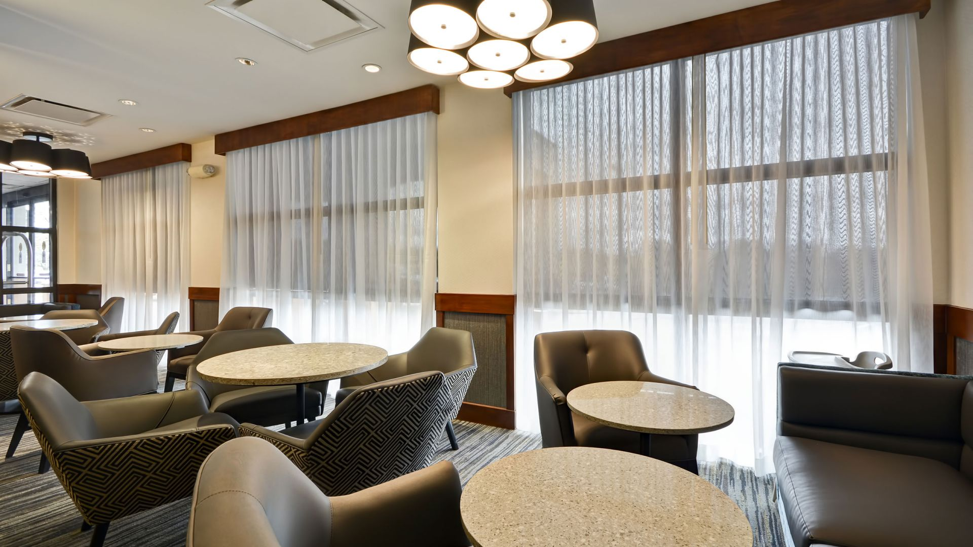 Hyatt Place Kansas City / Overland Park / Metcalf Hotel Lobby Window Seats