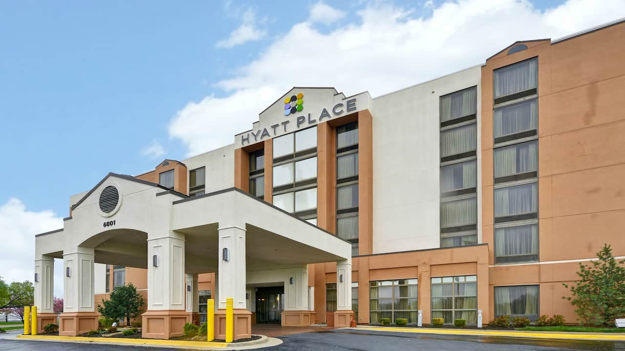 Hyatt Place Kansas City / Overland Park / Metcalf Full Breakfast Bar