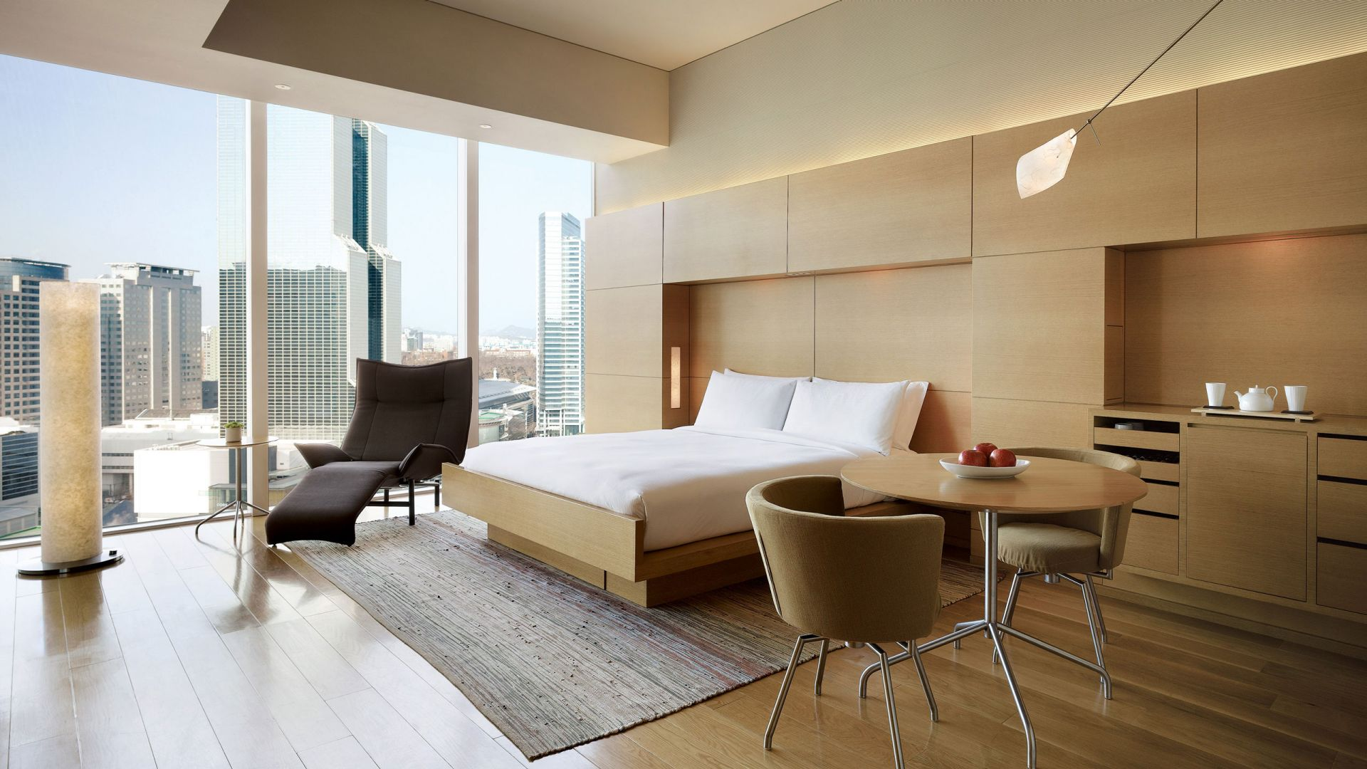 Luxury Rooms & Suites with Panoramic Views of the city of Gangnam, Seoul
