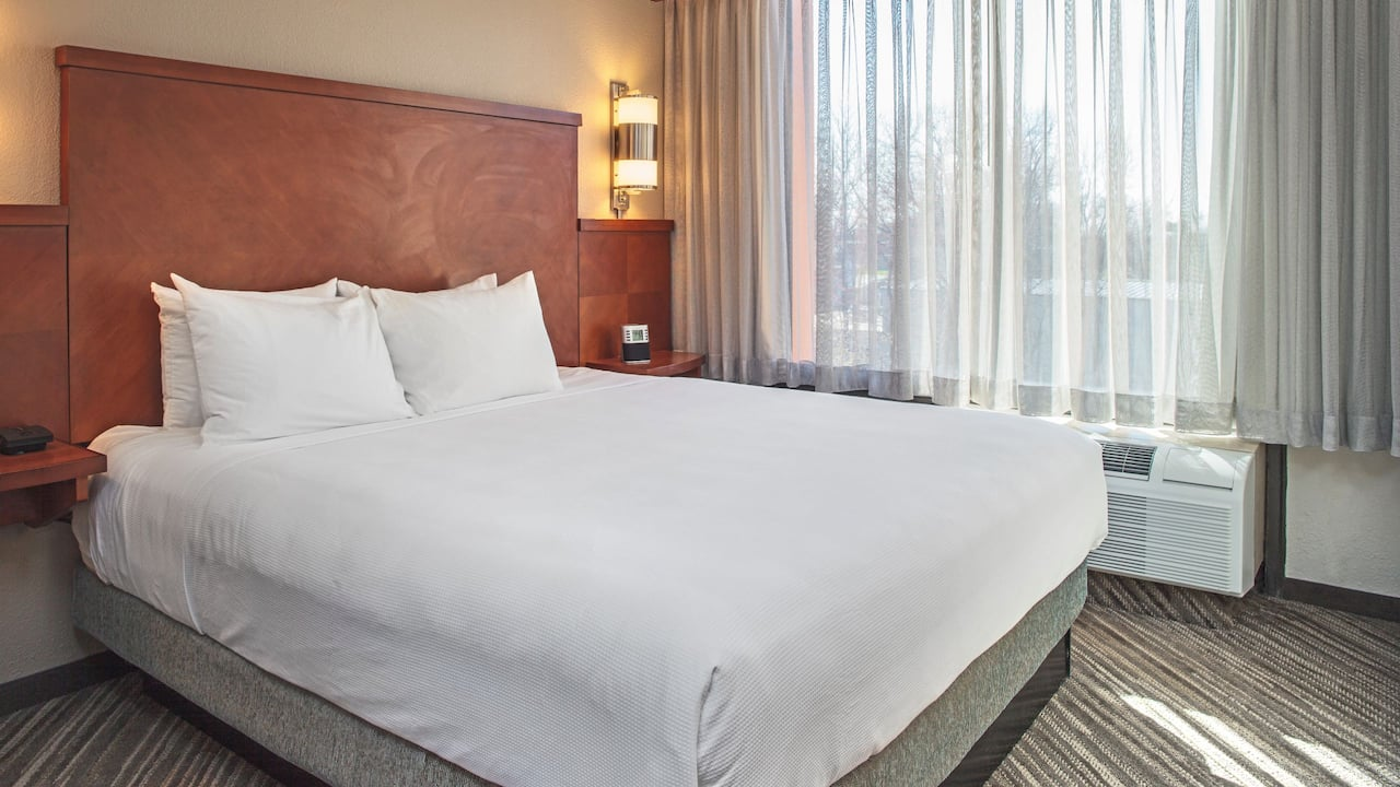 Hyatt Place Cincinnati / Blue Ash King Bed Suite