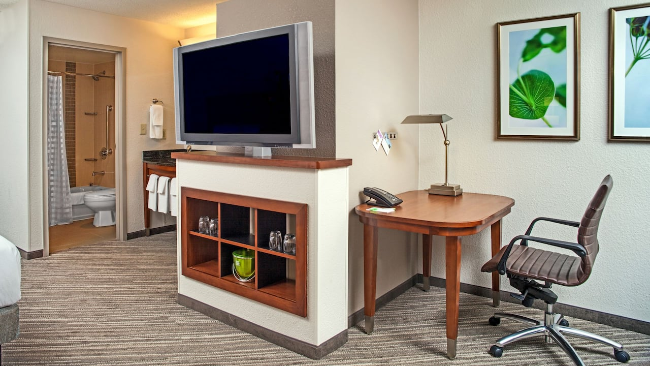Hyatt Place Cincinnati / Blue Ash Media Center