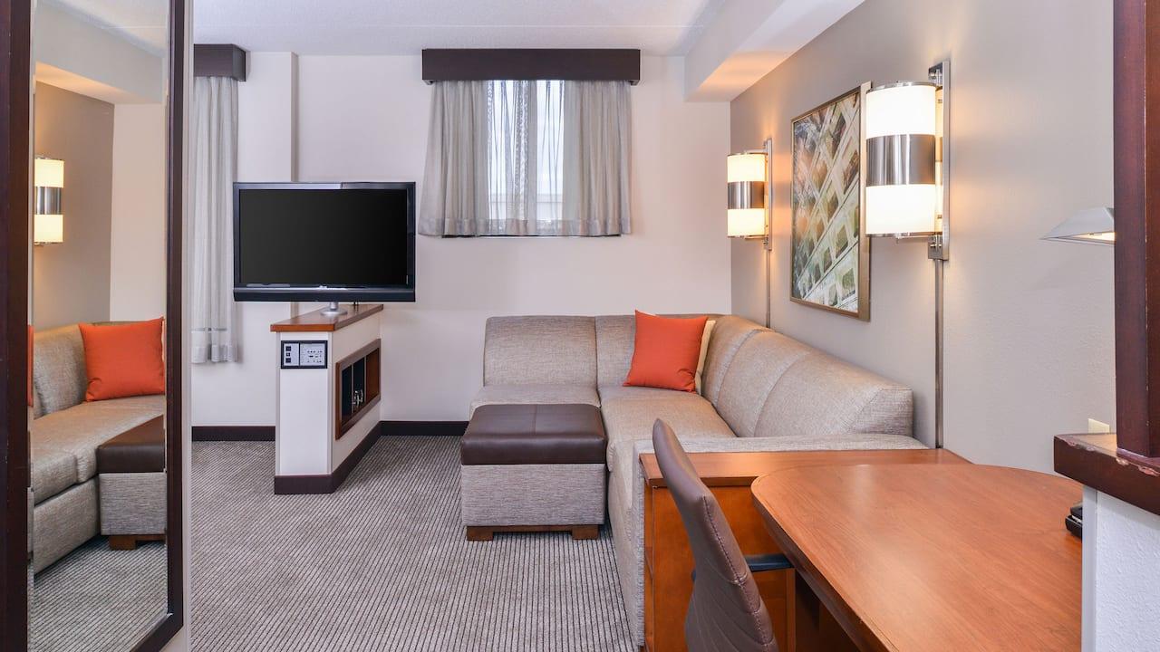Hyatt Place guest livingroom