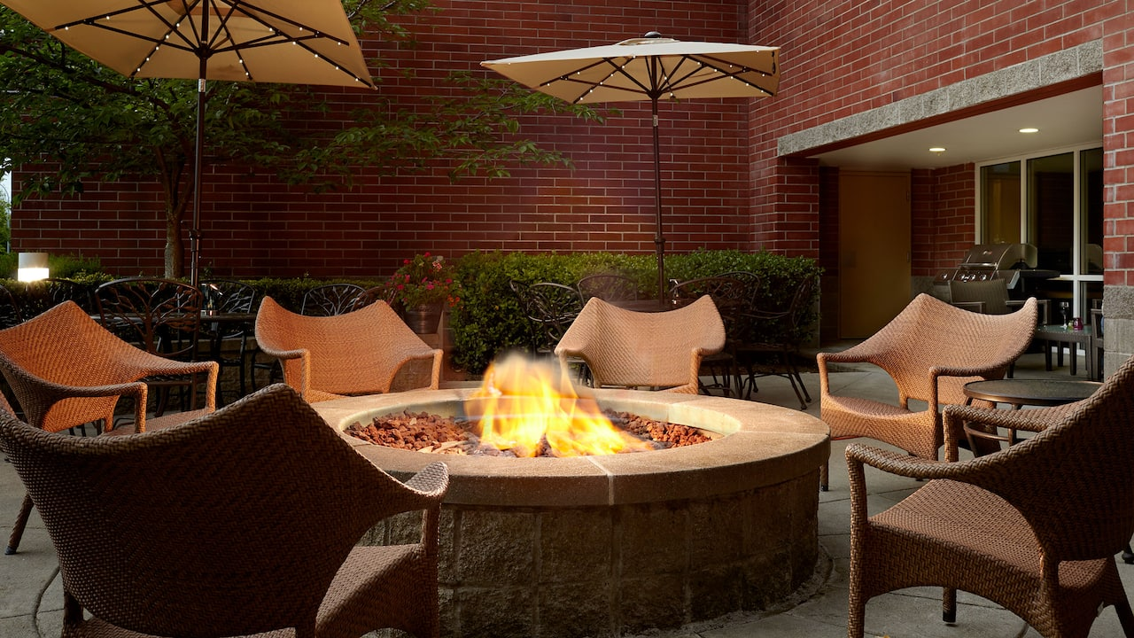 Outdoor Fire Pits at Bellevue, WA Hotel – Hyatt House Seattle/Bellevue
