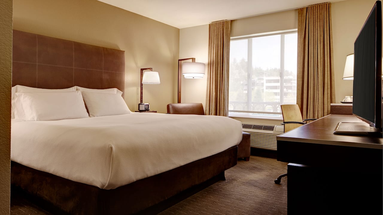 Spacious King Bed Guest Room – Hyatt House Hotel Seattle/Bellevue