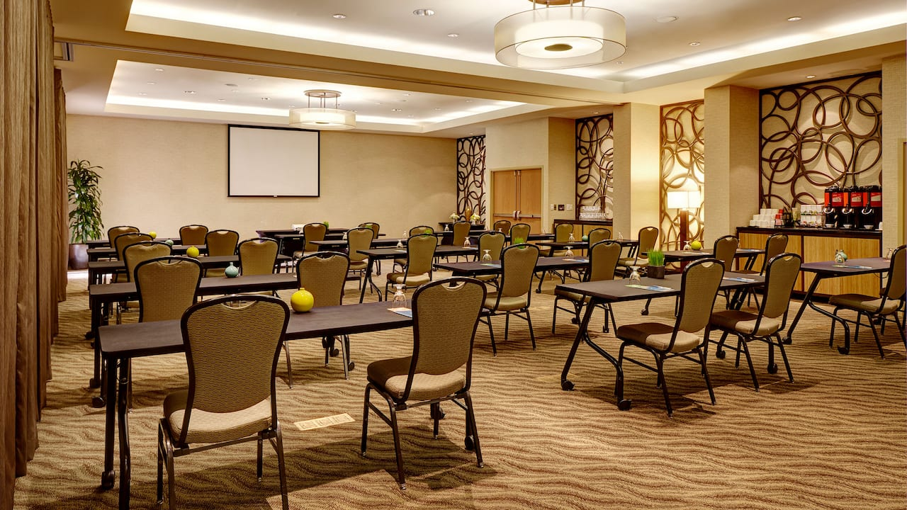 Meeting Room in Classroom Setup - Hyatt House Seattle/Bellevue