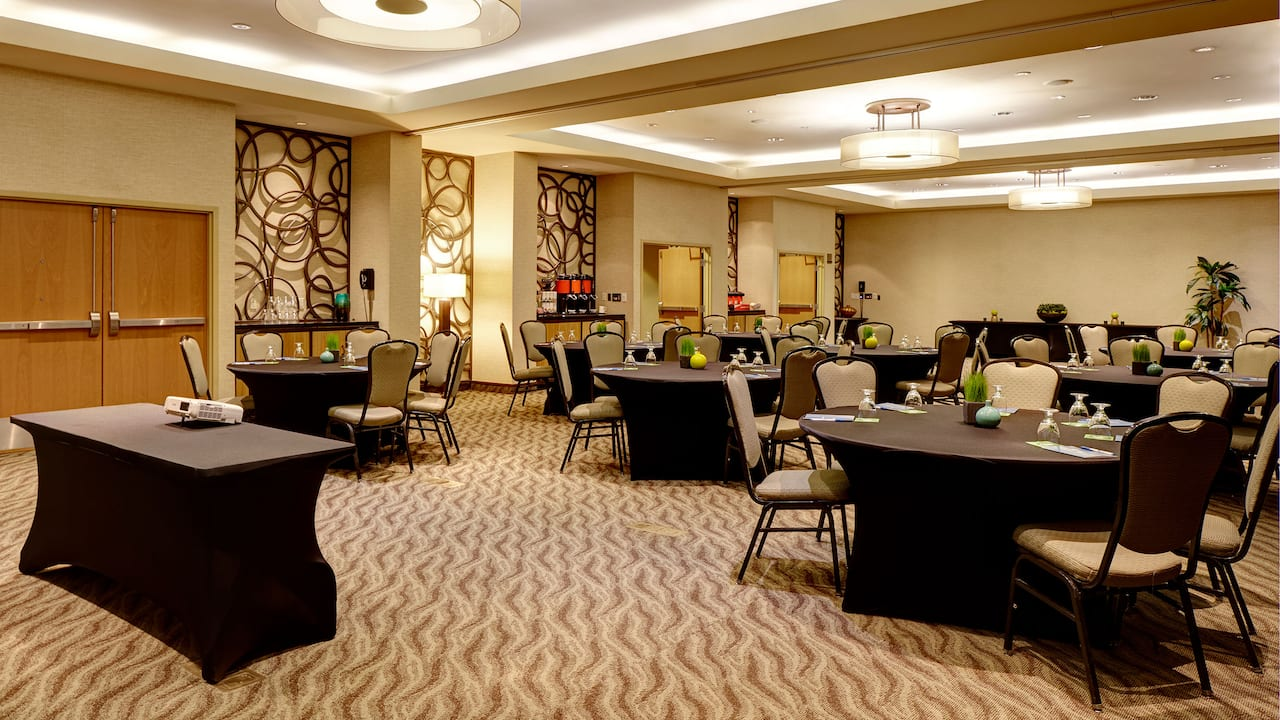 Meeting Room in Rounds - Hyatt House Seattle/Bellevue