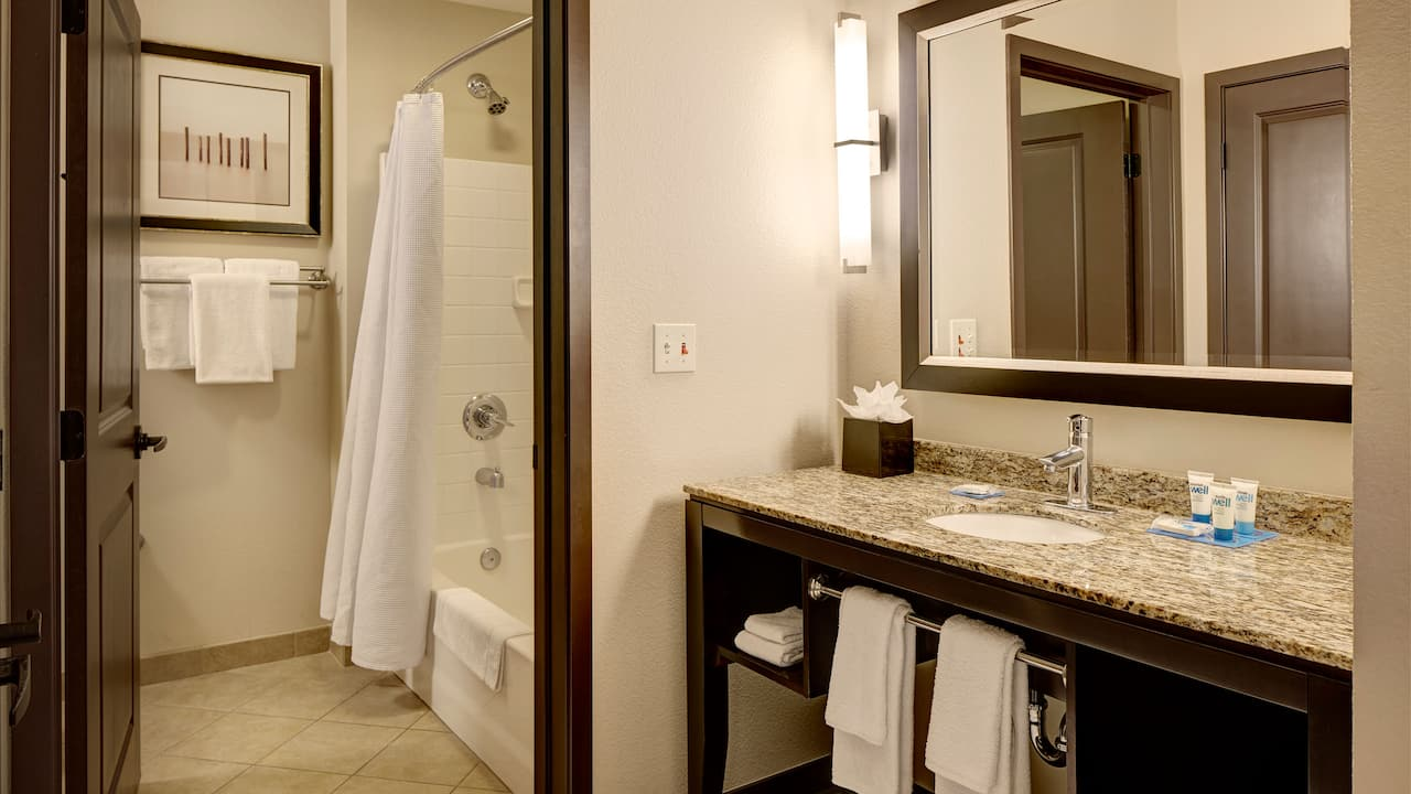 Bellevue Hotel Studio Bathroom with Shower – Hyatt House Seattle/Bellevue
