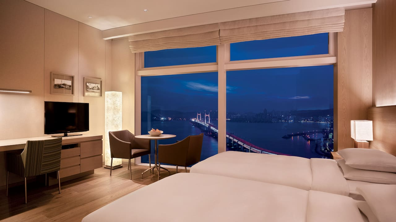 Busan Hotel Twin Beds with Ocean View on a High Floor