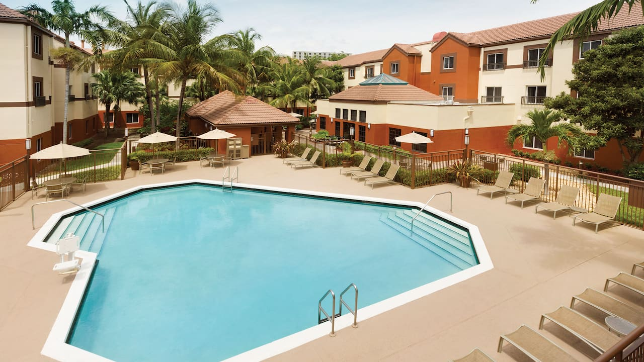 Hyatt House Miami Airport outdoor hotel pool