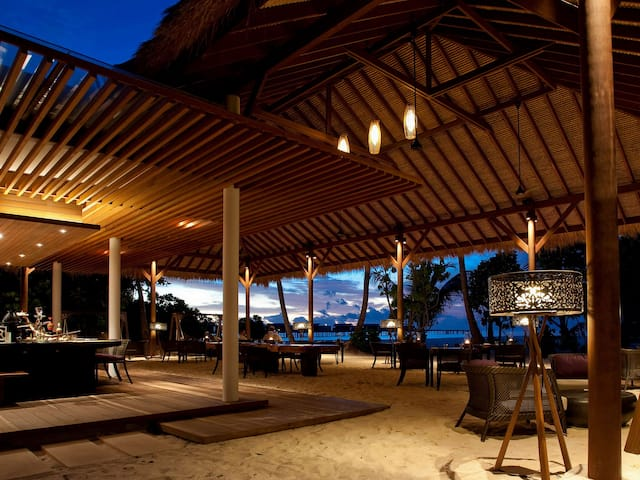 Luxury Maldives Resort Island Grill Restaurant