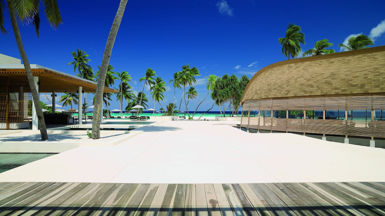 Best Luxury Maldives Resort Beach