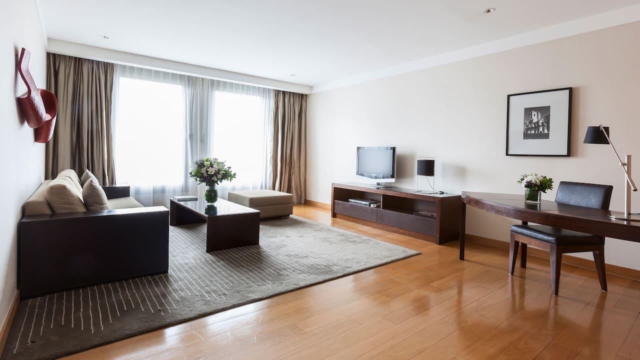 Park Deluxe Suite Living