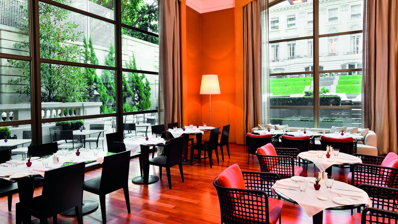 Gioia Restaurante, dining room floor-to-ceiling windows