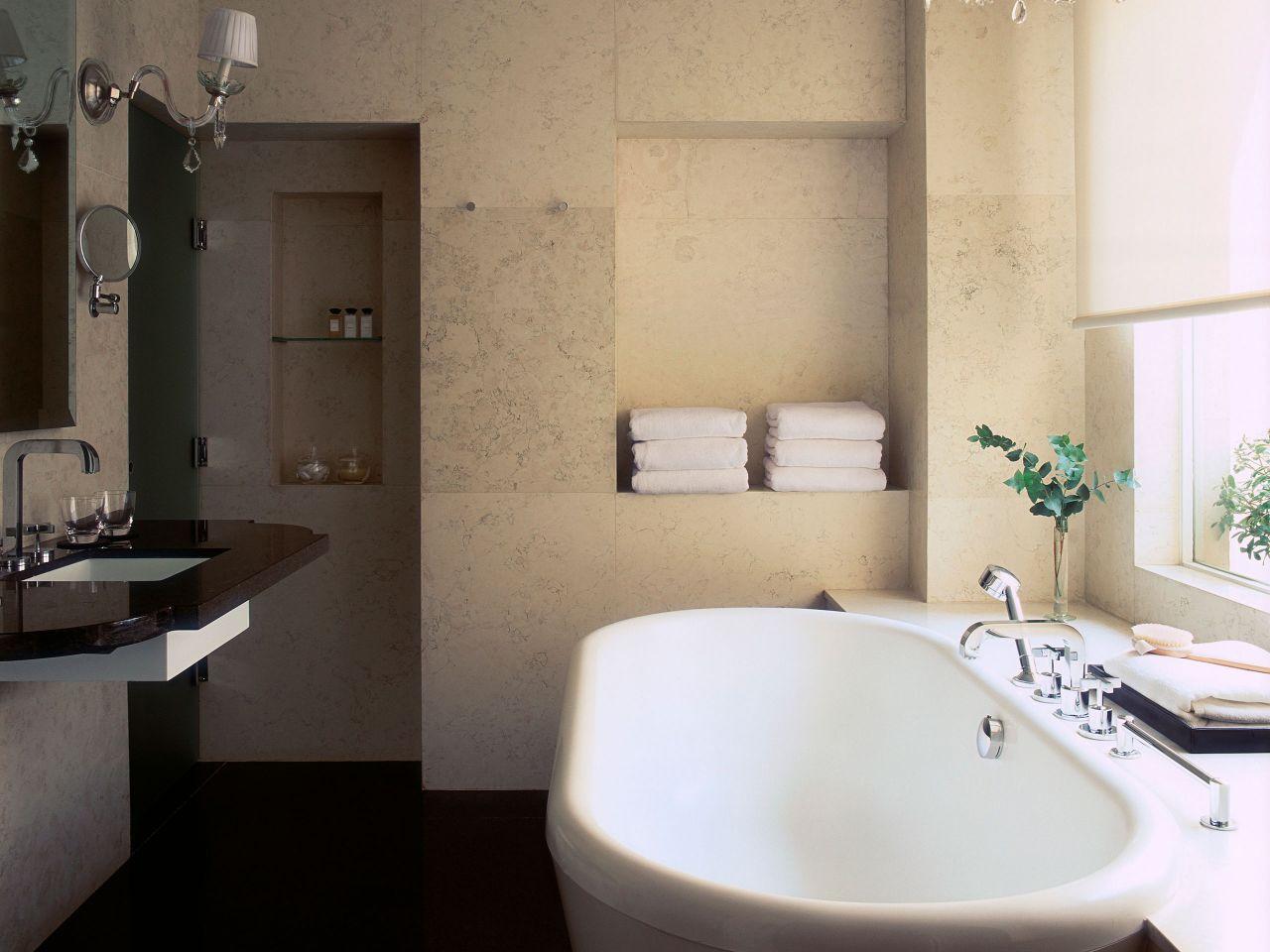 Boudoir Suite bathroom, large soaking tub