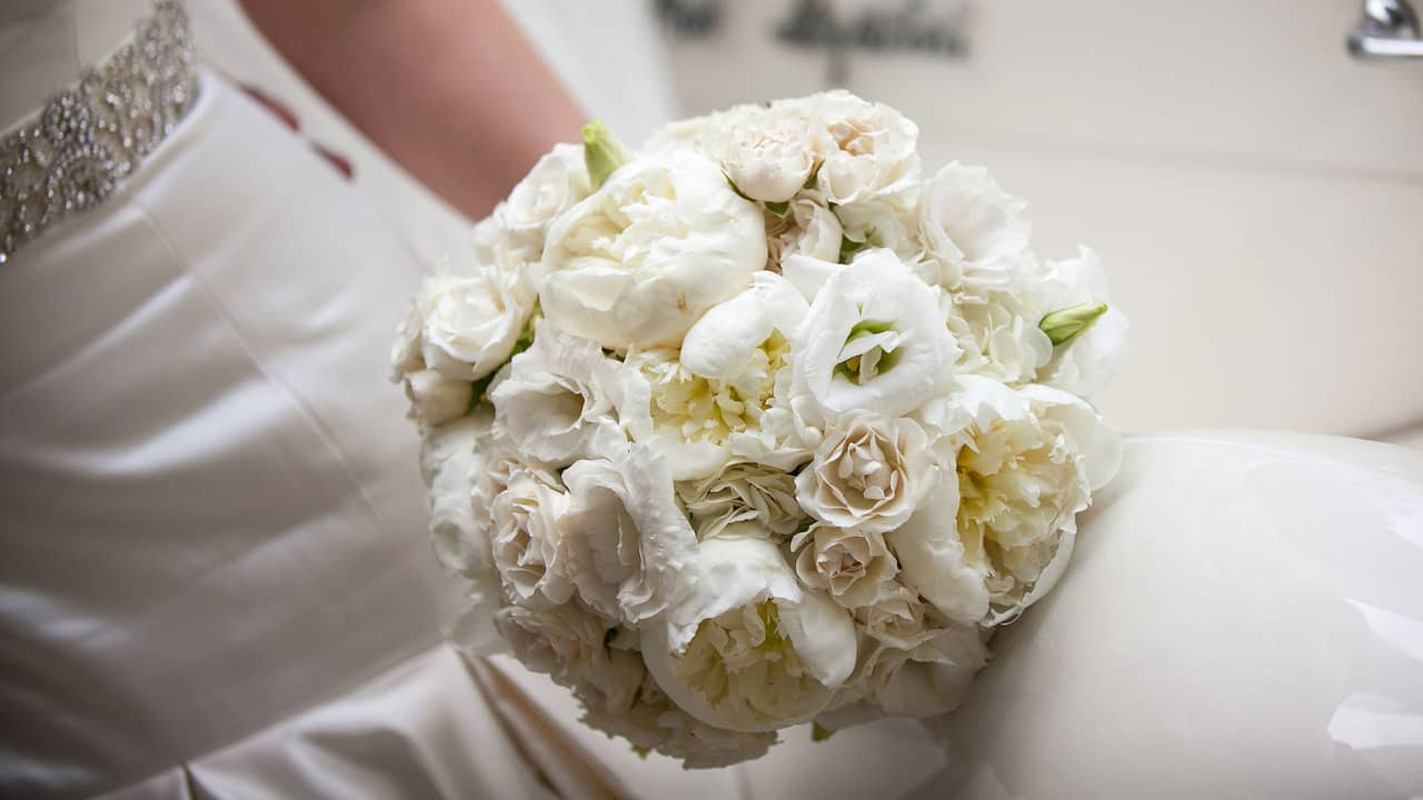 Grand Hyatt New York Bride with Bouquet