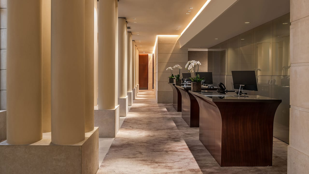 Front desk at Hotel Park Hyatt Paris - Vendôme