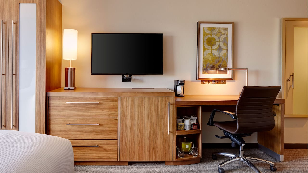 Work Desk in Guestrooms - Hyatt Place Madison/Verona