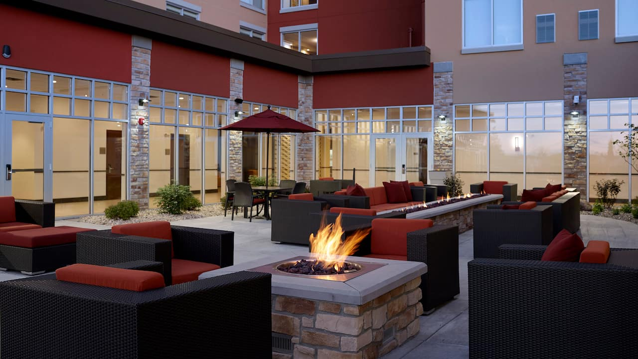 Hyatt Place Madison / Verona firepit