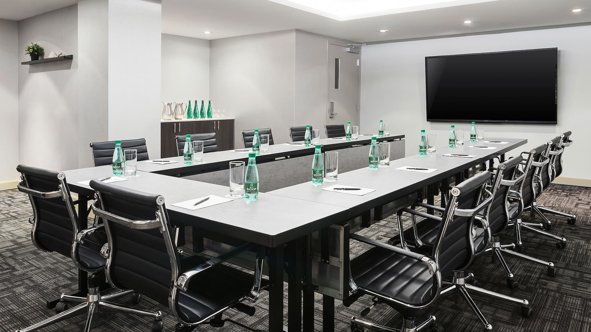 meeting room Ushape counter