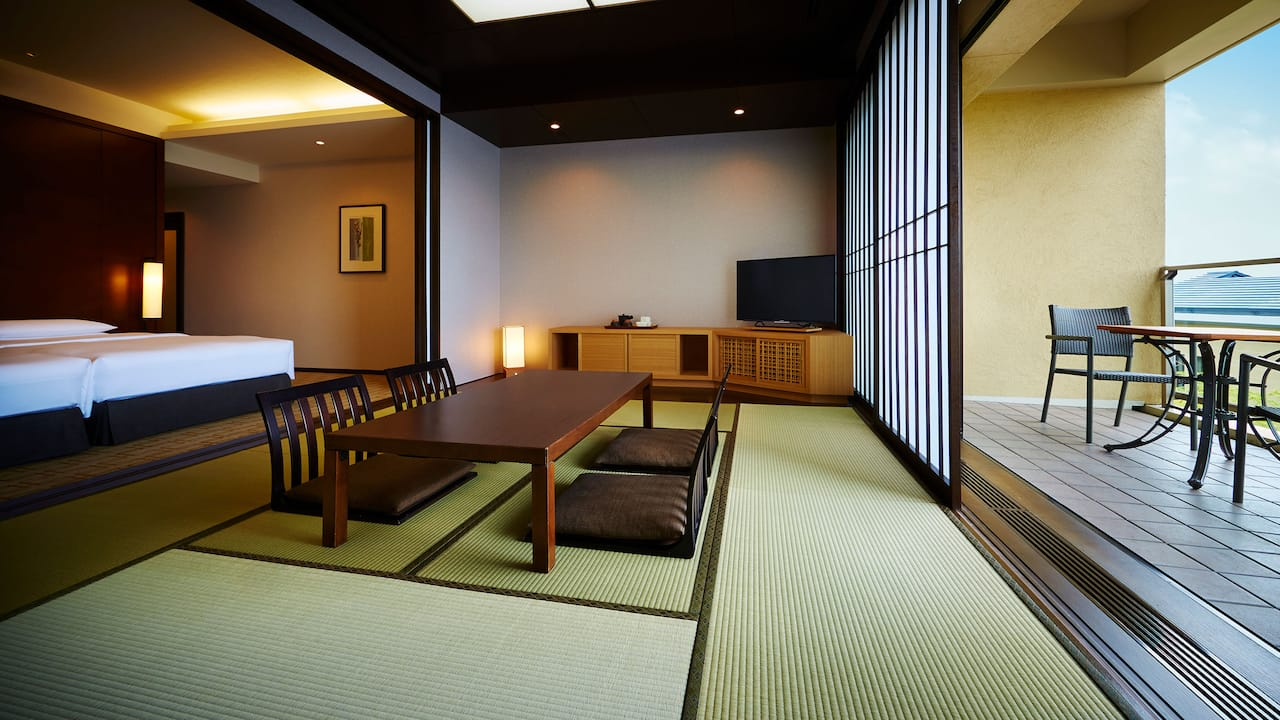 Twin room with tatami