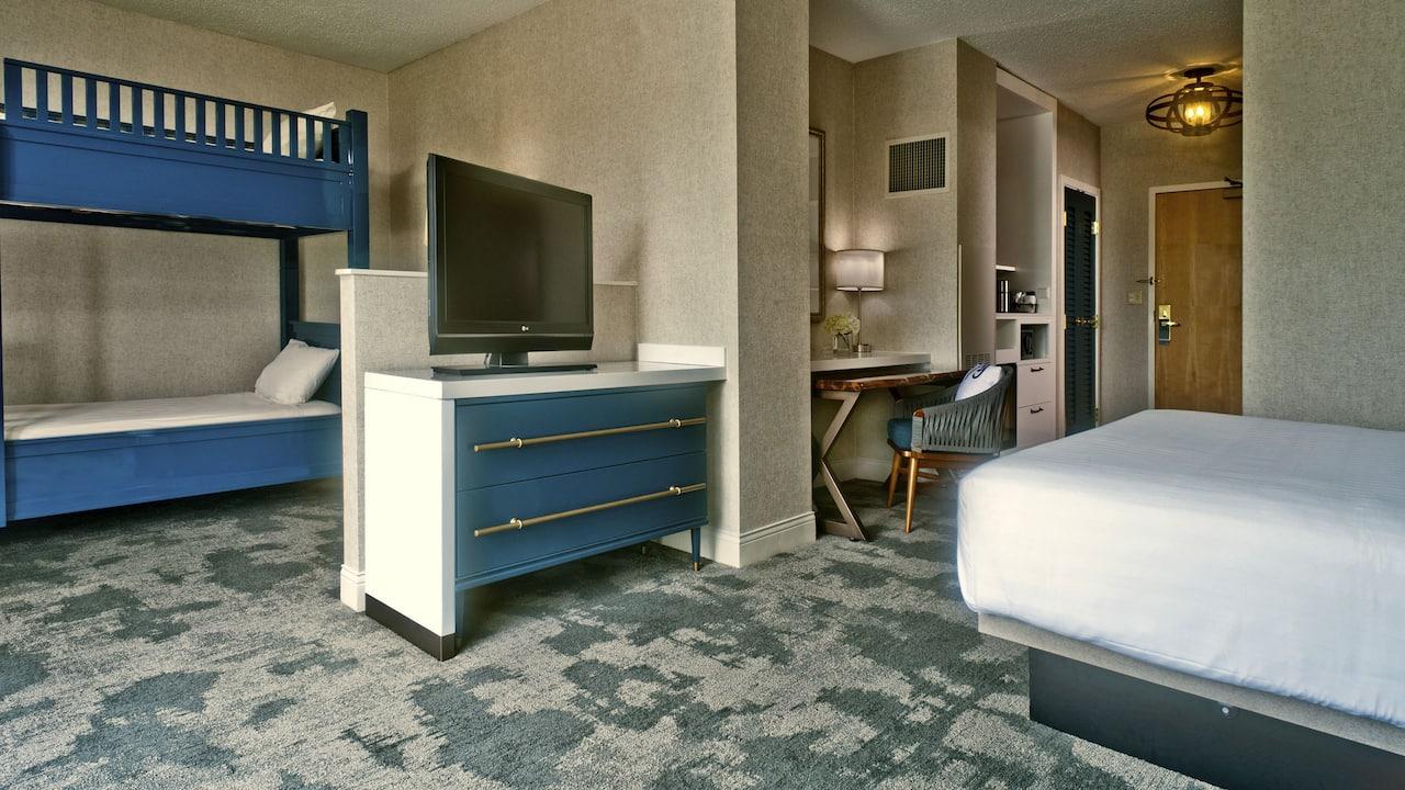 Guestroom Family Petite Suite