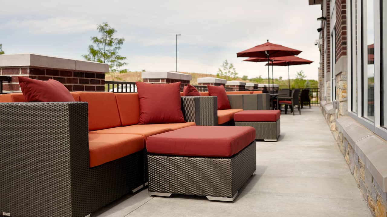 Outdoor Seating - Hyatt Place Madison/Verona