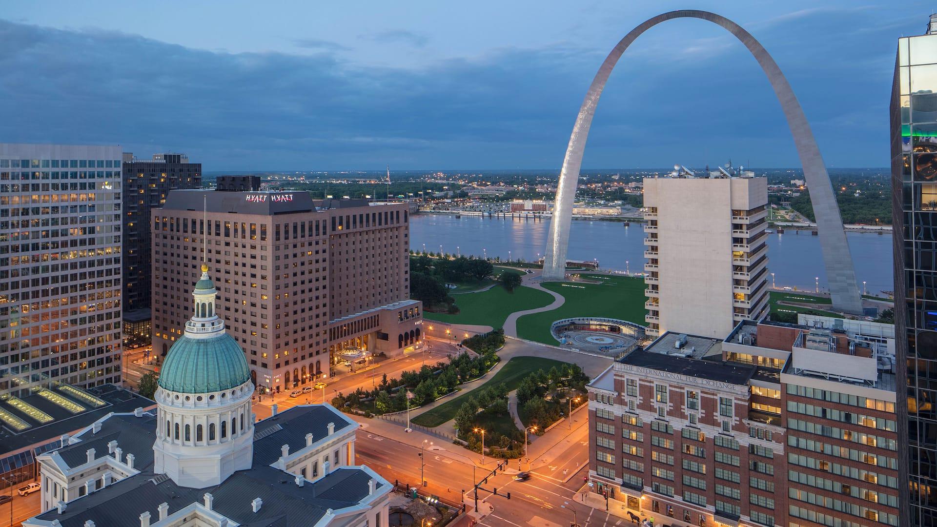 Downtown St  Louis Hotel | Hyatt Regency St  Louis at The Arch