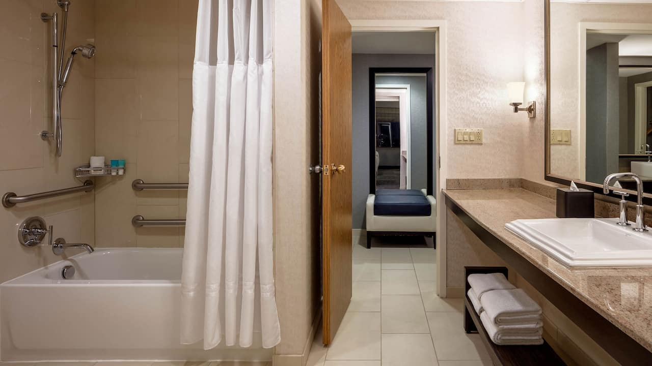 Hyatt Regency St Louis Two Double Beds ADA Tub