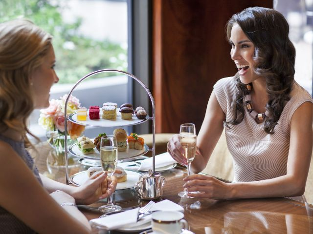 Park Hyatt Melbourne champagne toast