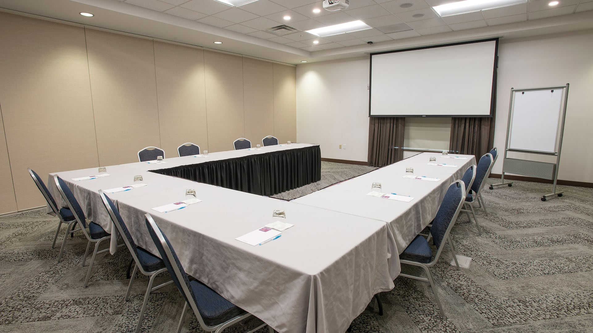 U-shaped meeting set-up