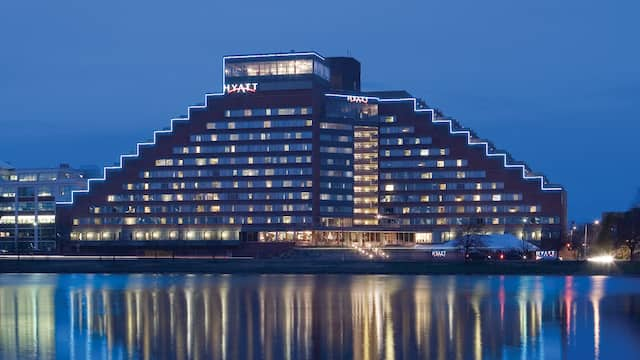 Hyatt Regency Cambridge, Overlooking Boston