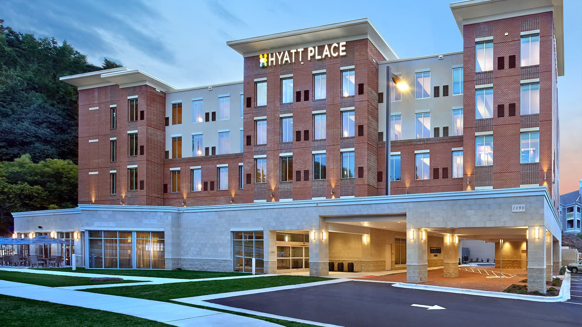 Hyatt Place Chapel Hill / Southern Village exterior