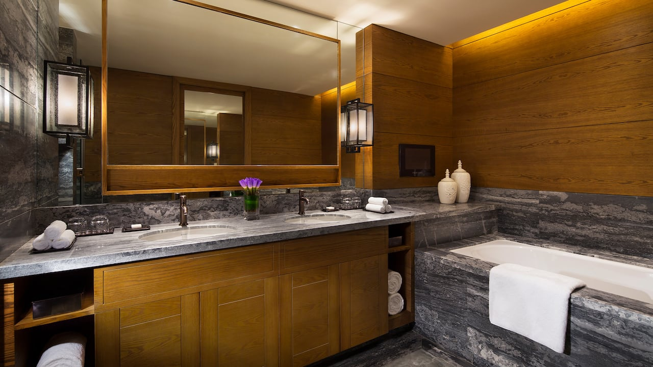 Regency King Suite Bathroom
