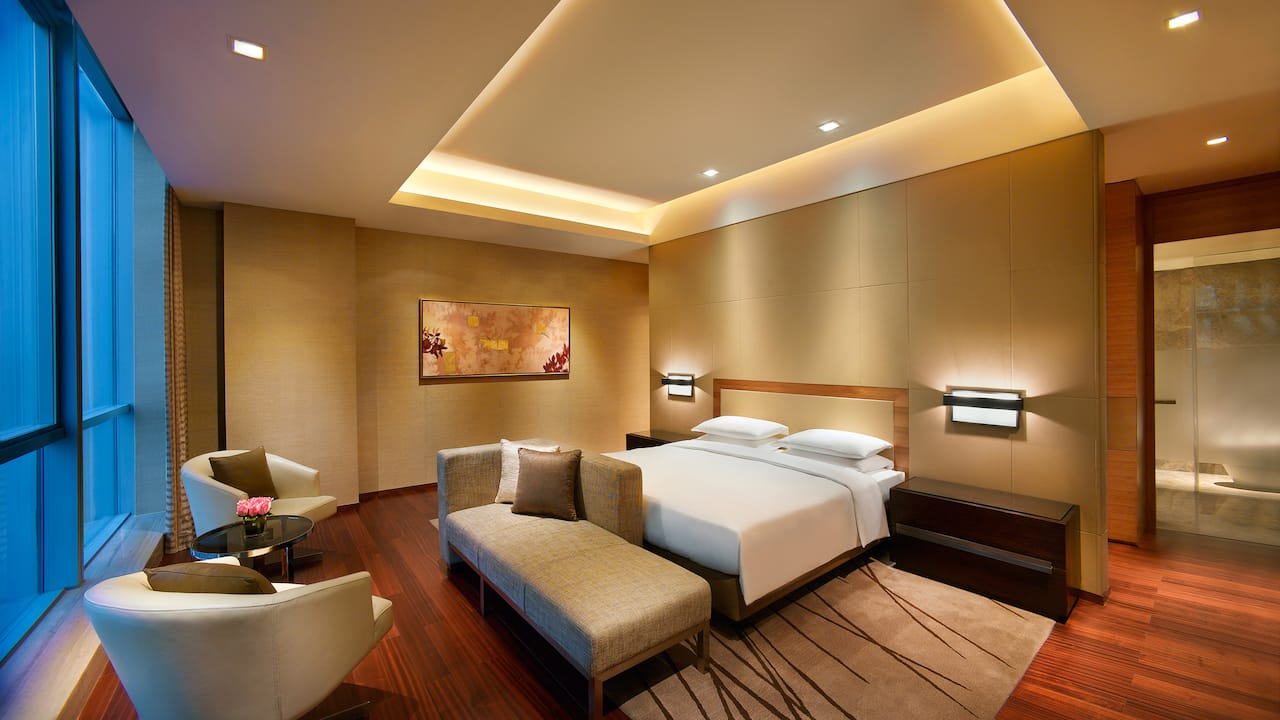 Regency Executive Suite bedroom