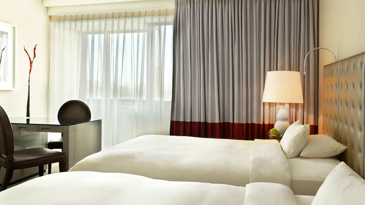 1 Twin Beds hotel room at Hyatt Regency Cologne.
