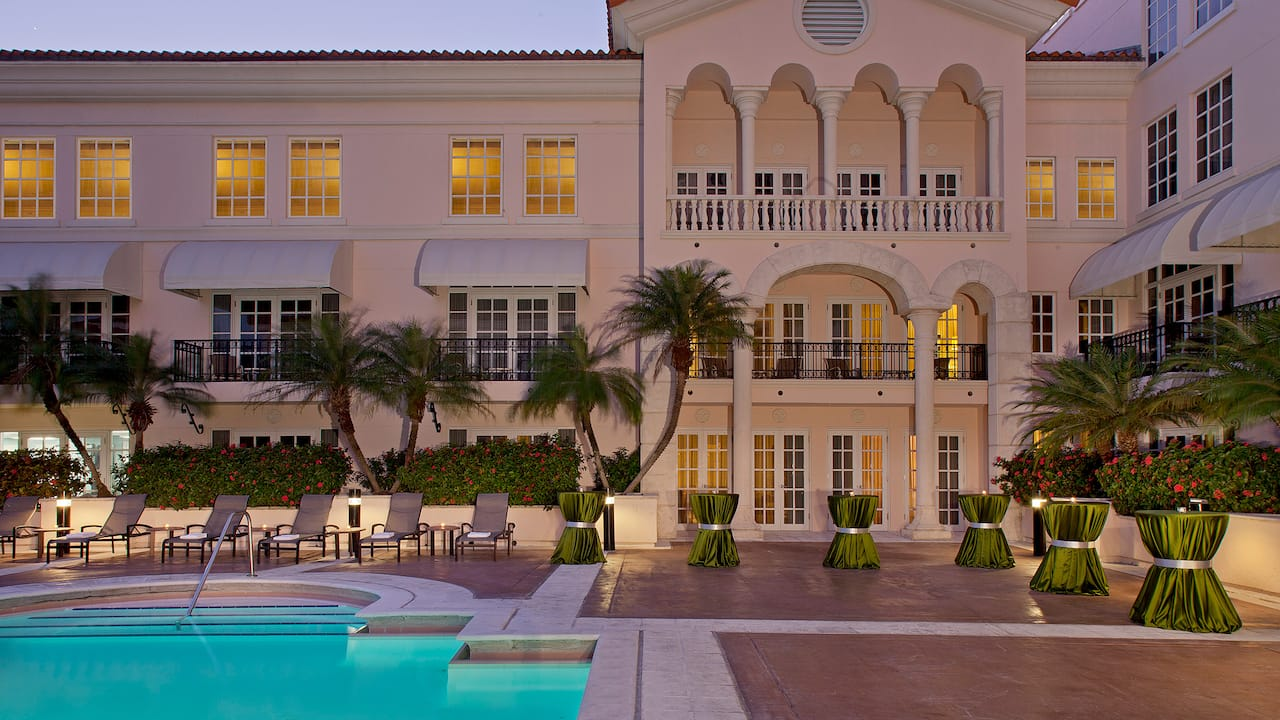 Pool deck Hyatt Regency Coral Gables